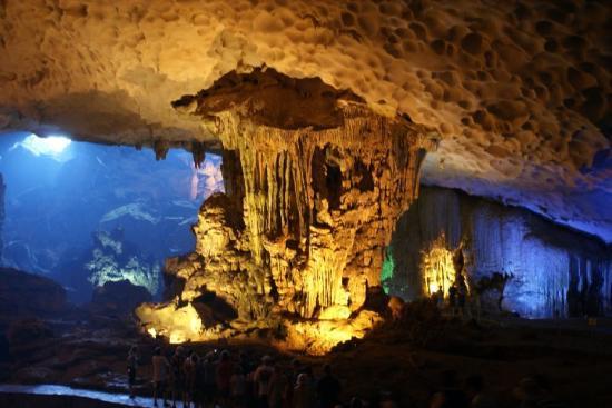 Dau Go Cave Halong