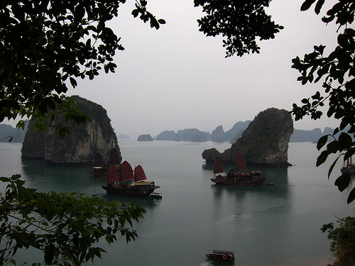 Thien Canh Son Cave Halong