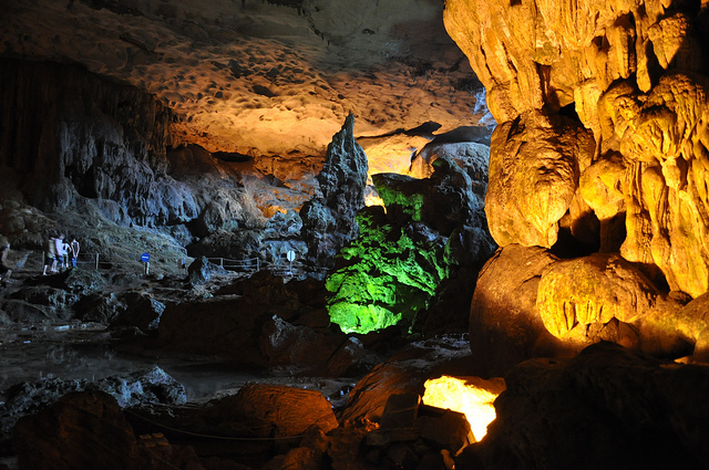 Sung sot cave in Ha Long Bay