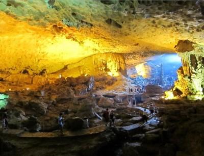 Bo Nau Cave halong bay orientalsails