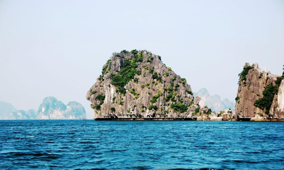 islets of halong bay