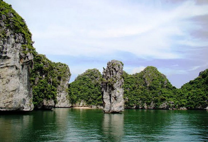 but islet-halong bay