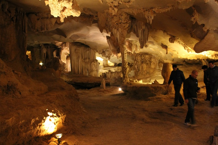 halong bay cruises thien canh son cave oriental sails