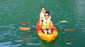 Kayaking_HaLong_Bay_Cruise