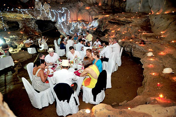 Dinner in cave