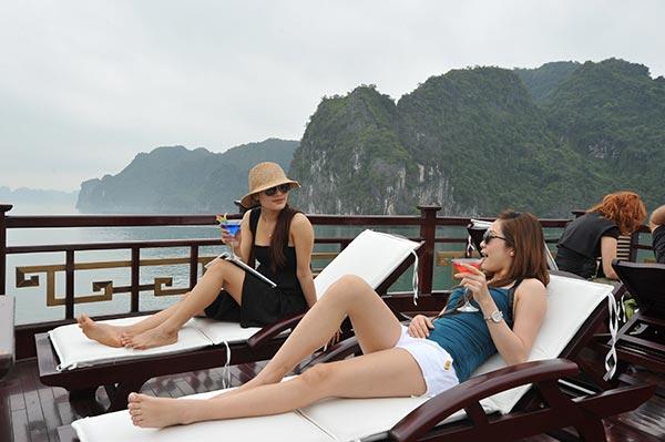 activities Relaxing on Sundek