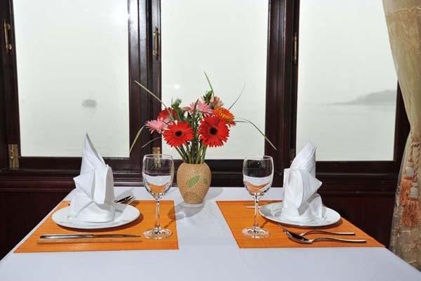 Dinner halong bay cruiser