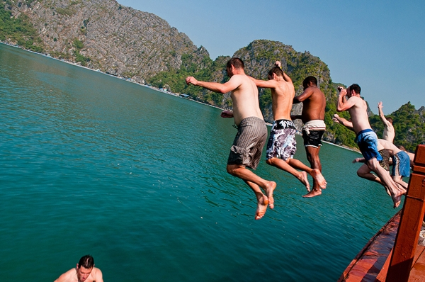 jump off cruise halong bay
