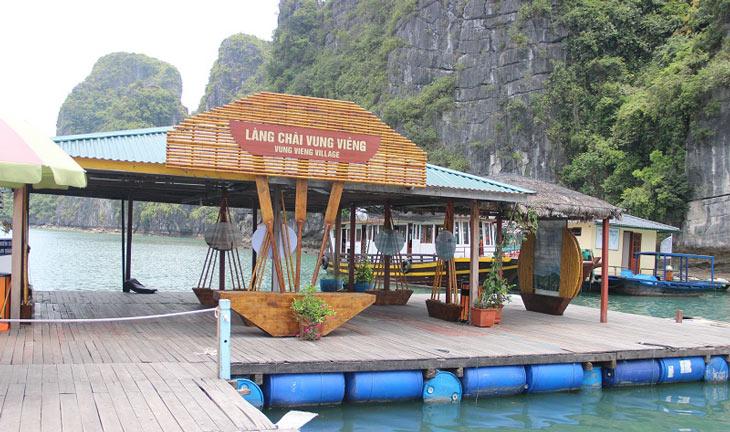 Kayaking to explore Vung Vieng fishing village