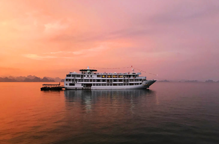 Experiencing on the Starlight Cruises in Ha Long Bay