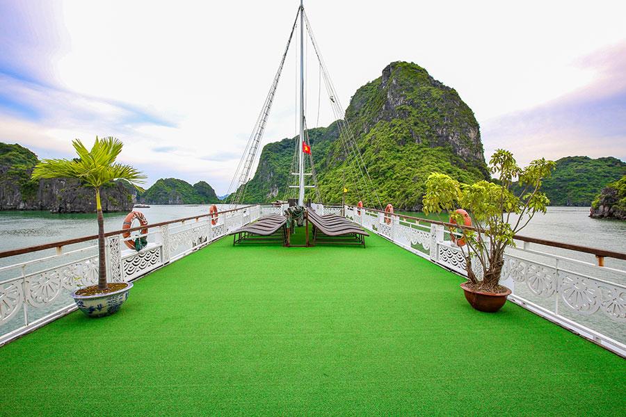 Sundeck Oriental Sails 1